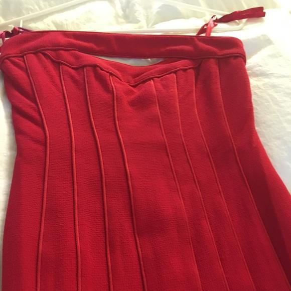 BCBGMaxAzria Dresses & Skirts - Mini strapless dress in red.